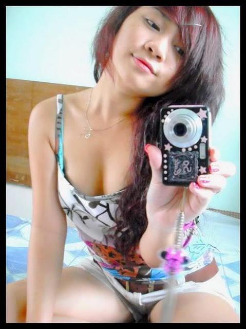 Gaya Ngentot Gadis Belia di Kamera HP Hot