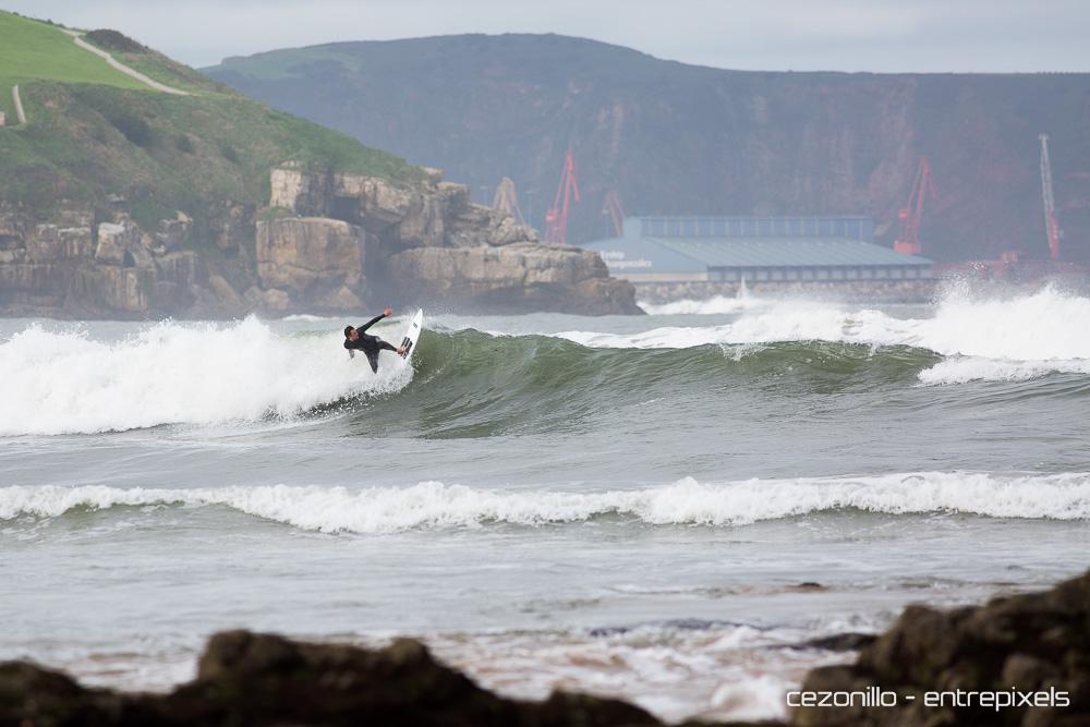 Jorge Narval surf en San Lorenzo