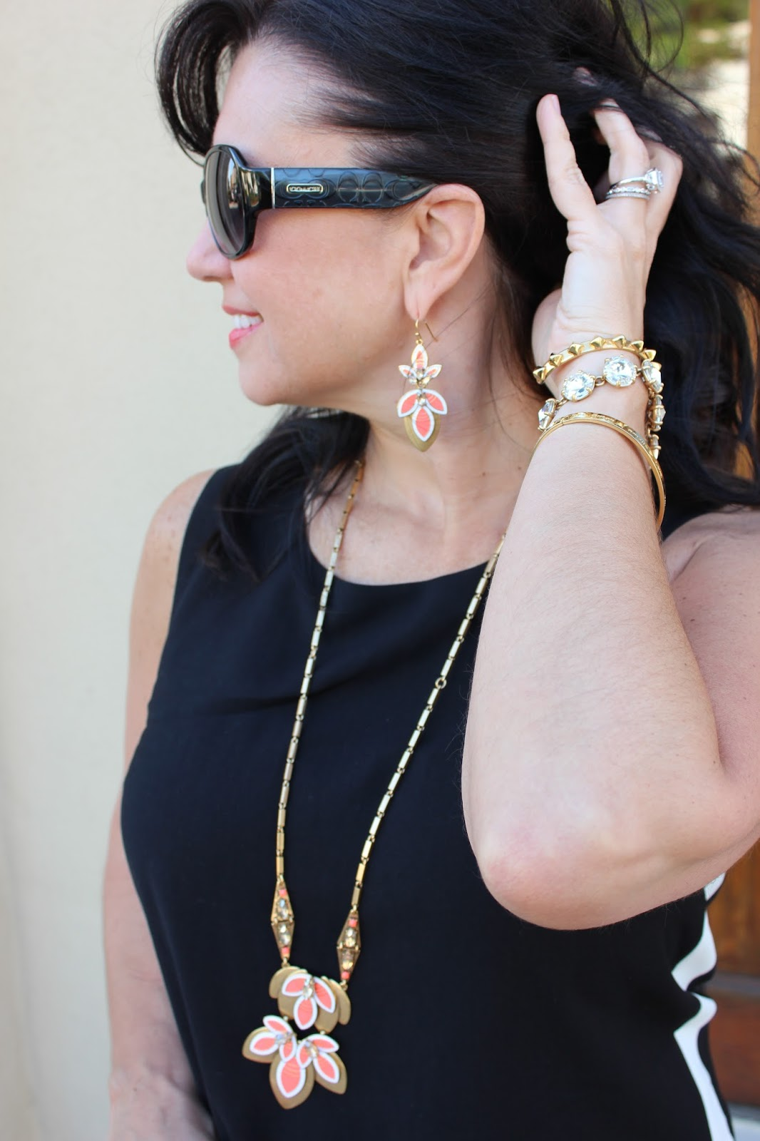 Mz savvy style stella dot its one of stella dots many versatile pieces and can be worn long or short the matching earrings arubaitofo Image collections