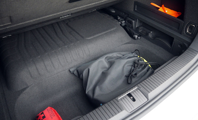 VW Passat GTE boot floor