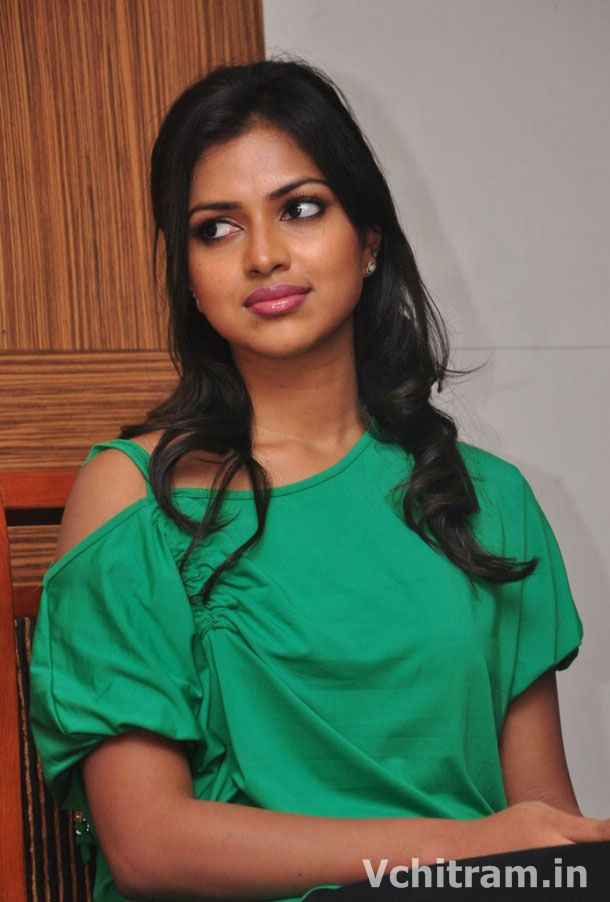 malayali actress amala paul hot images pictures malayali actress amala ...