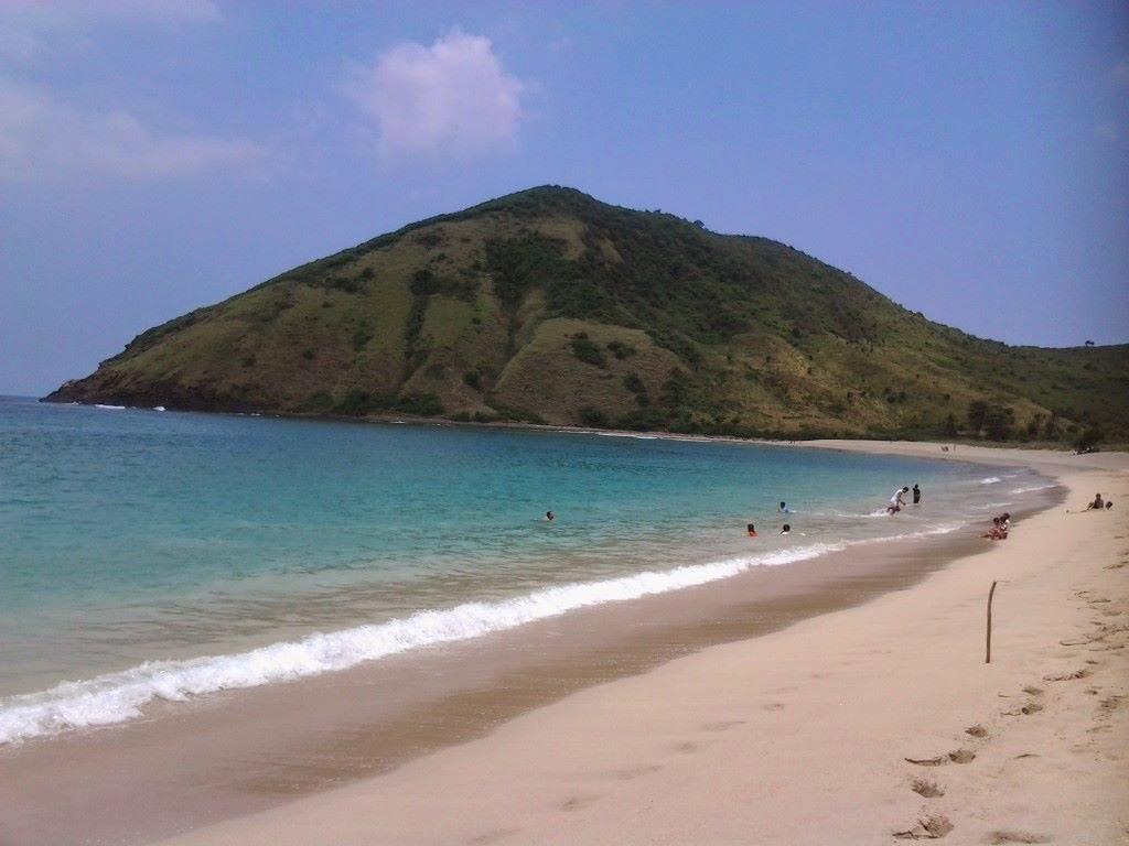 pantai-mawun