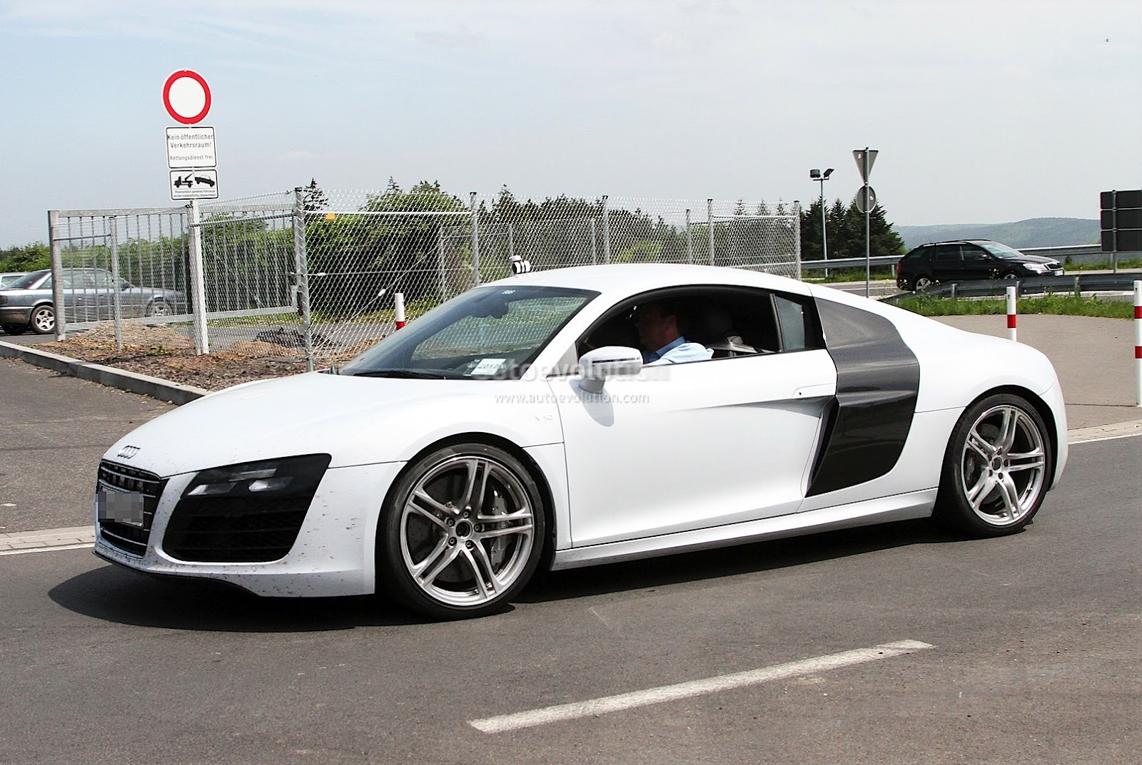 latest cars models 2013 audi r8. Black Bedroom Furniture Sets. Home Design Ideas