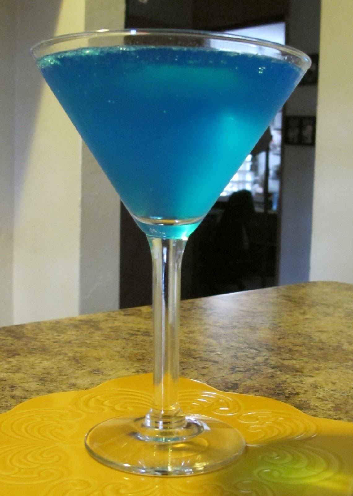 Luscious bites blue lagoon cocktail for Blue lagoon cocktail