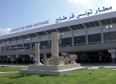 Η διάρκεια των απευθείας πτήσεων από το αεροδρόμιο της Αθήνας προς το αεροδρόμιο της Τύνιδας είναι 2 ώρες και 15 λεπτά.