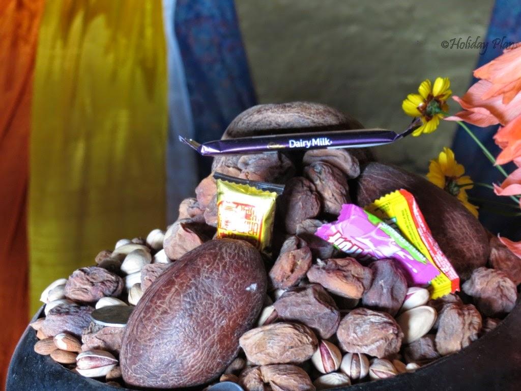 Offerings to Shakyamuni Buddha