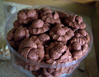 http://resepkue2014.blogspot.com/2015/07/membuat-coco-crunch-cookies.html