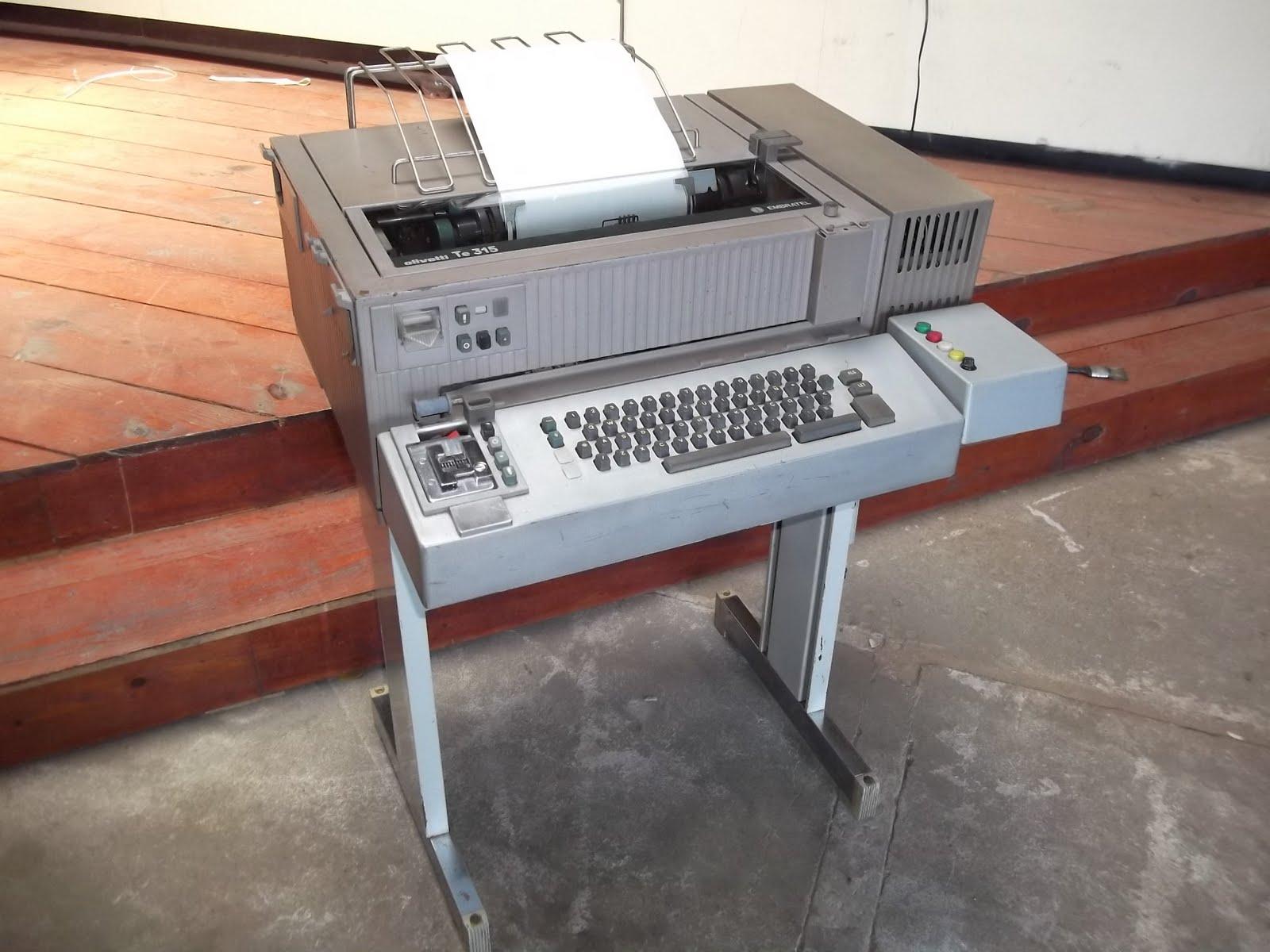 Resultado de imagem para imagens maquinas de telex