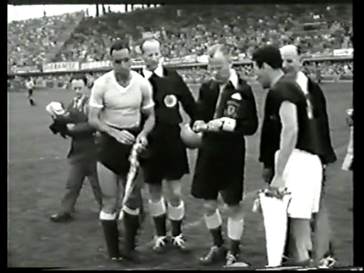 Selección Uruguaya de Fútbol Wc+1954+hungria+uruguay+captains9