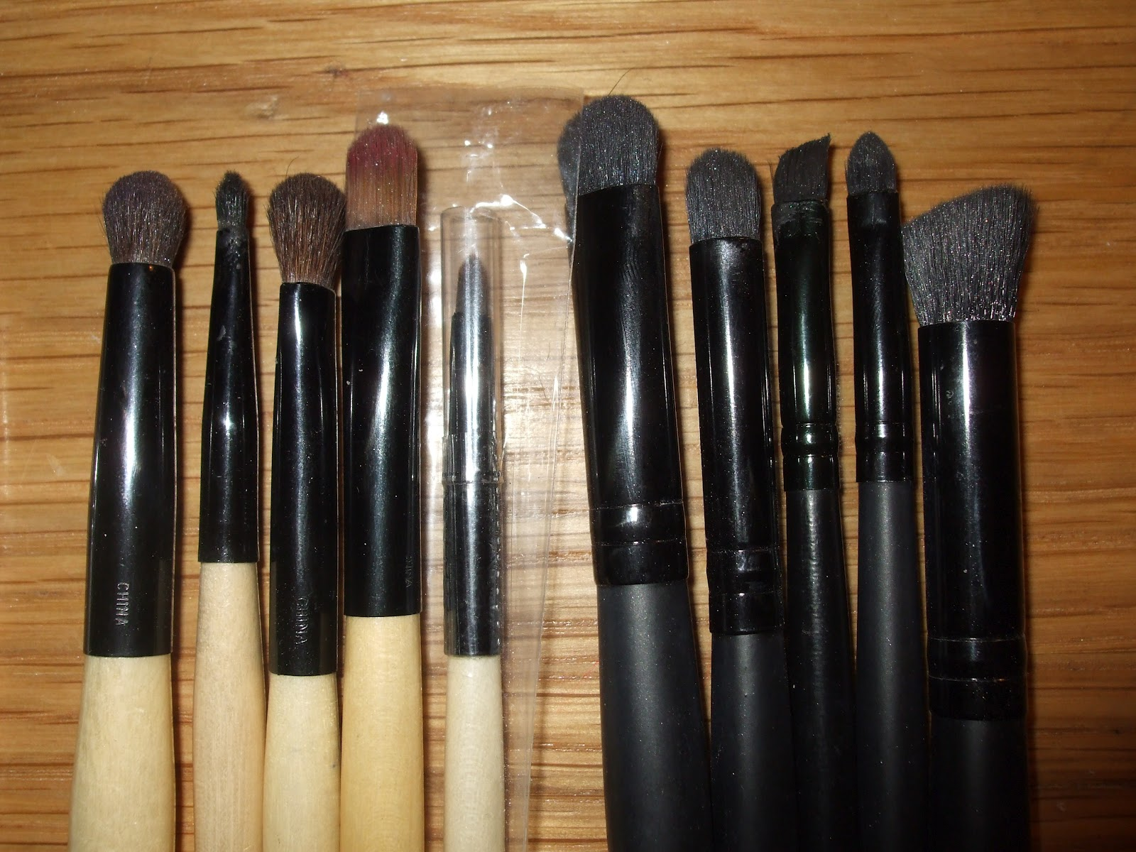 bobbi brown brushes uses. most of my bobbi brown brushes came from a set which out few years back- it was in hot pink and black bag- them all, i use uses