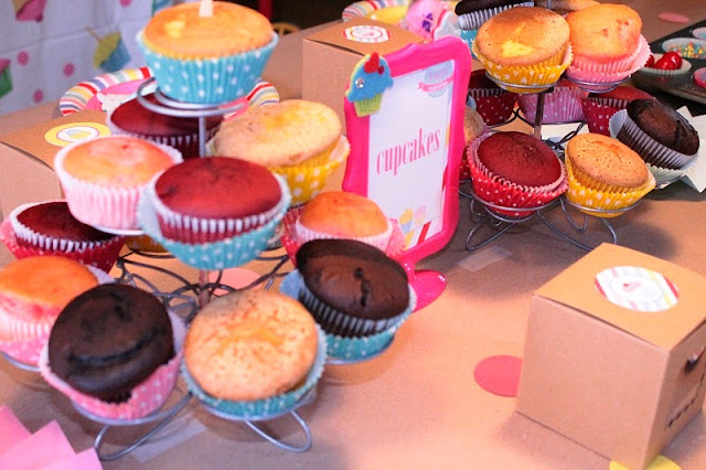 decorating cupcakes, cake decorating, cupcake party ideas