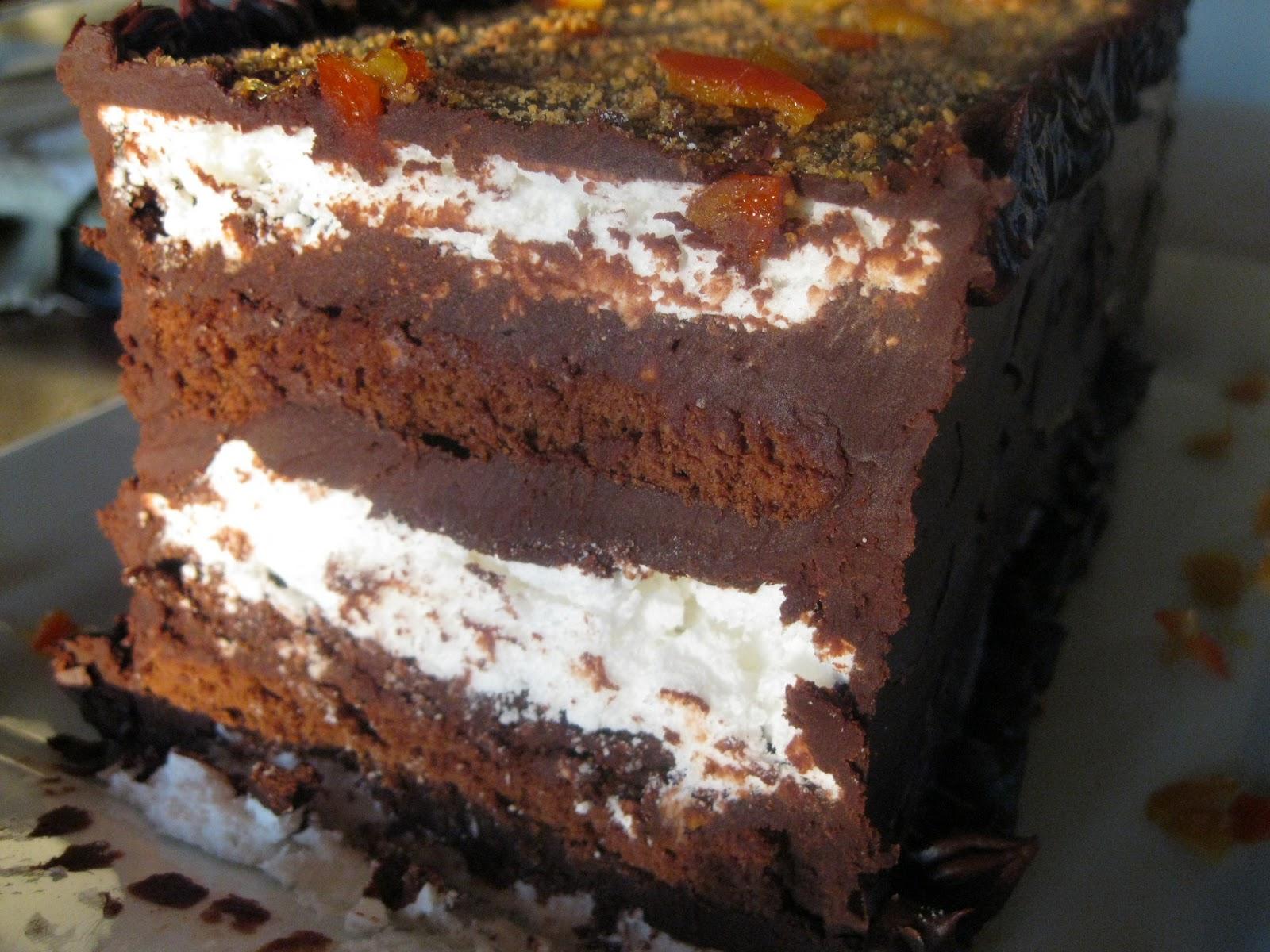 Prajitura cu bezea si glazura de ciocolata