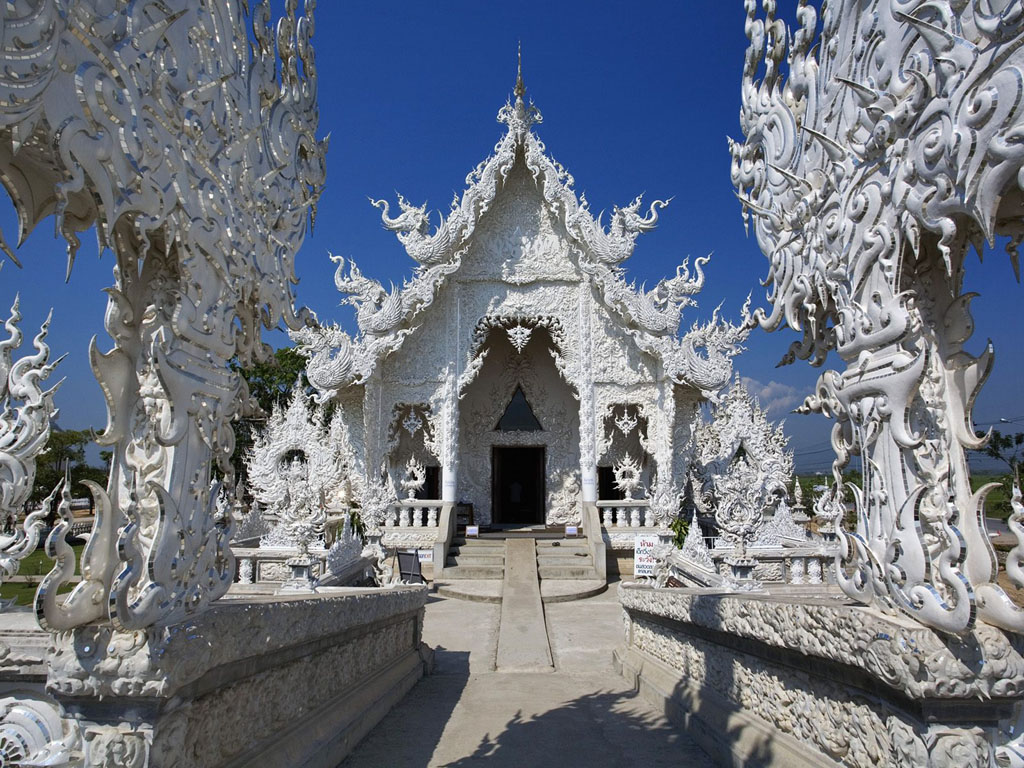 Wat rong khun thai buddhist temple in chiang for Wat architecture