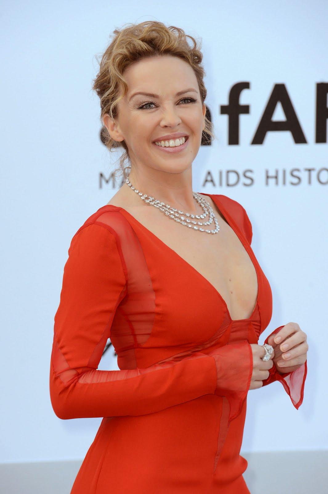 http://1.bp.blogspot.com/-4tOIOBRuxAA/T7-8SewSLzI/AAAAAAAACro/fQYI7WA1xrM/s1600/0524_Kylie-Minogue_in_Chopard2_A.jpg