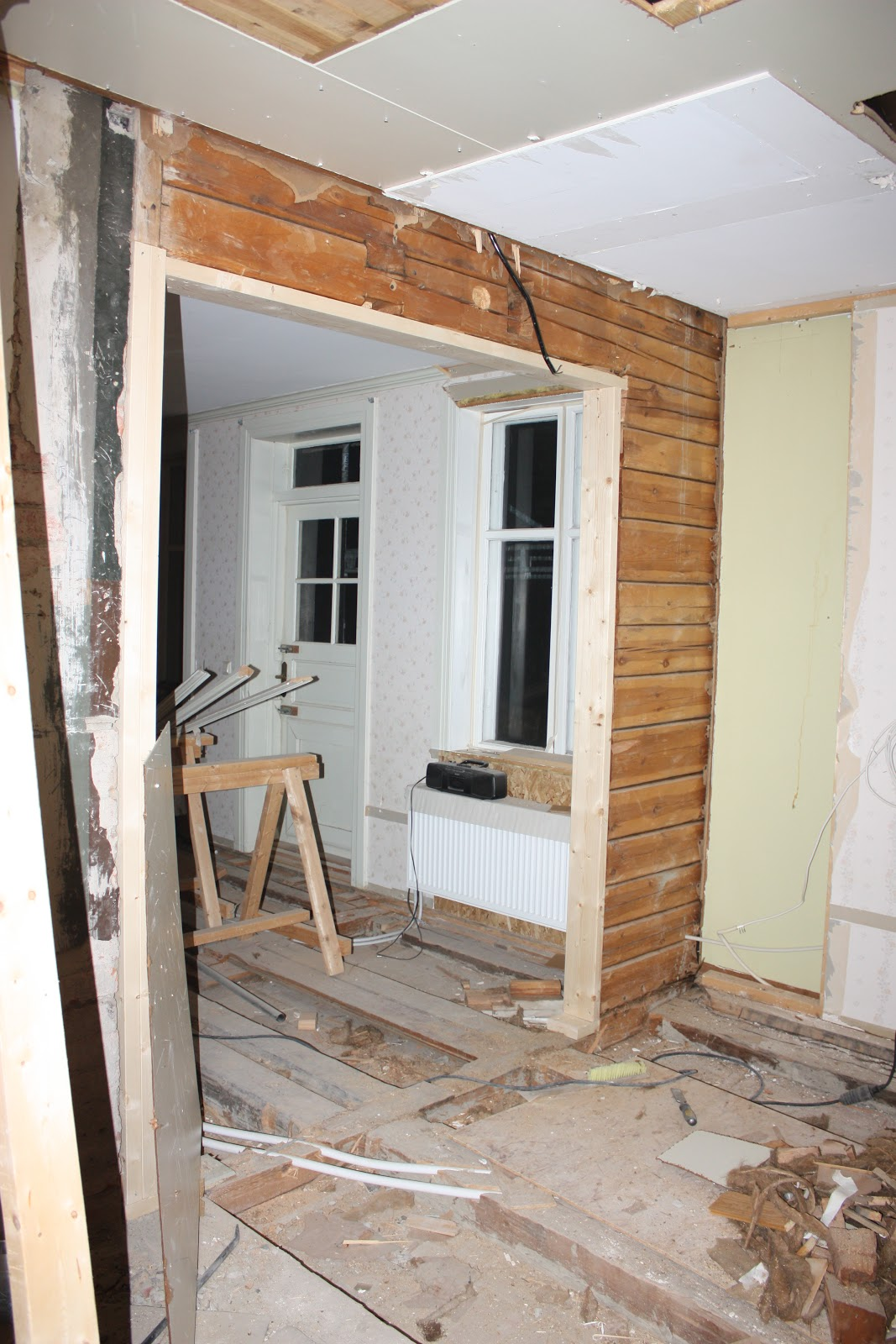nattduksbord på vägg