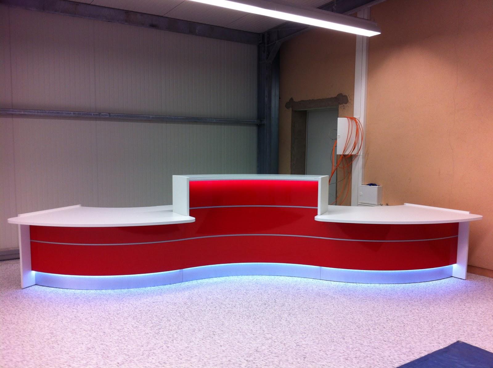 Colour up your office !: Aufbau und Montage einer Empfangstheke ...