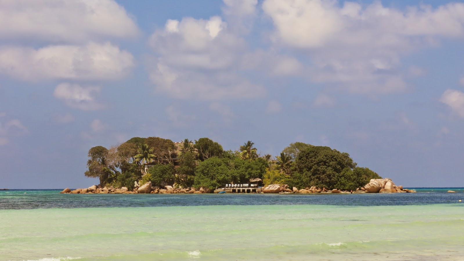 Stranden Anse Volbert på Seychellerna