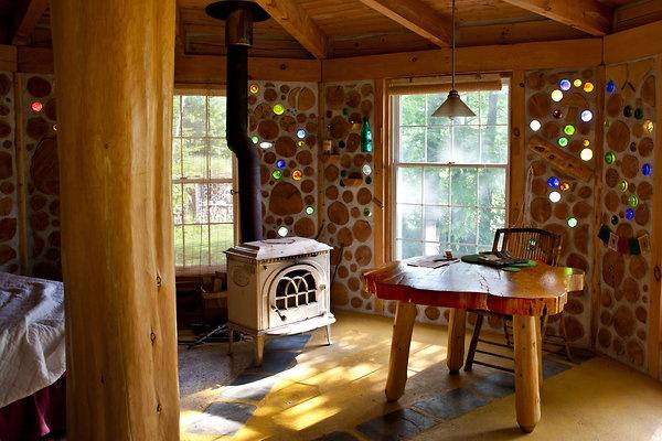 Bioconstrução reutilize sobras de madeira, vidro