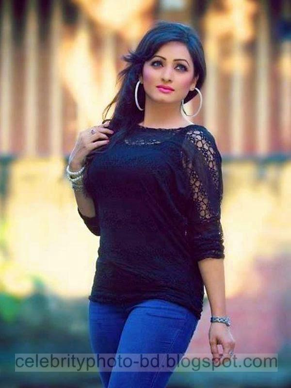 Sumaiya+Jafar+Suzena's+New+HD+Photos+In+Skirt+and+Jeans Tops+Dress015