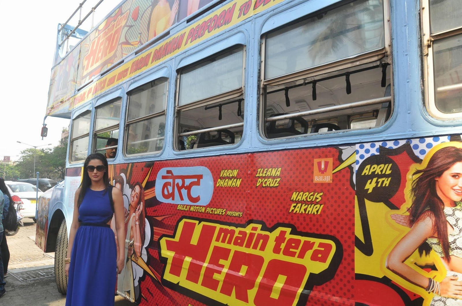 Varun Dhawan & Nargis promotes Main Tera Hero on Bus Ride