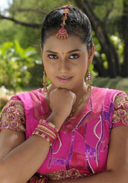 deepu actress pics