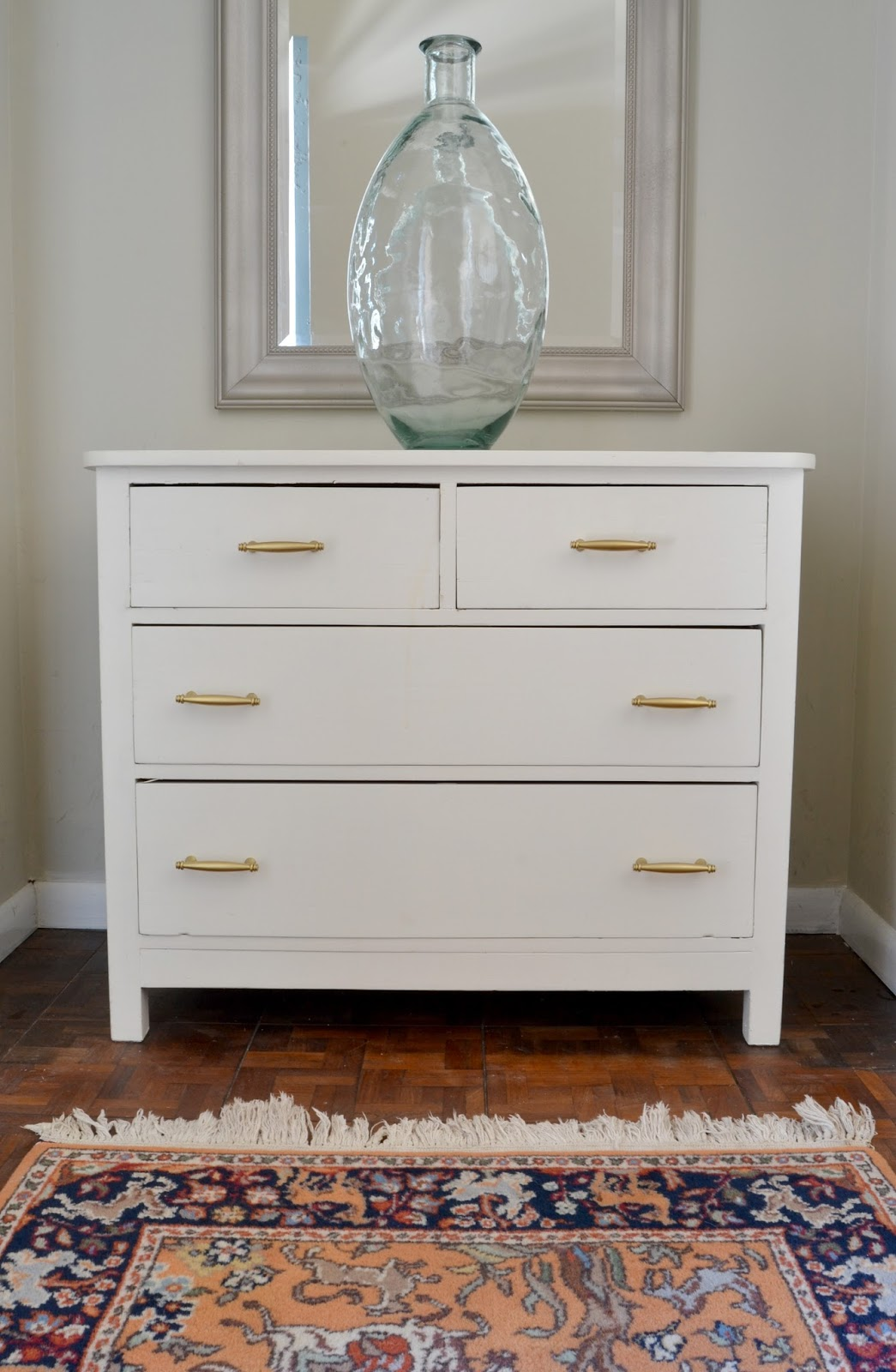 10 things you should know about spray paint livelovediy bloglovin for Spray paint bedroom furniture