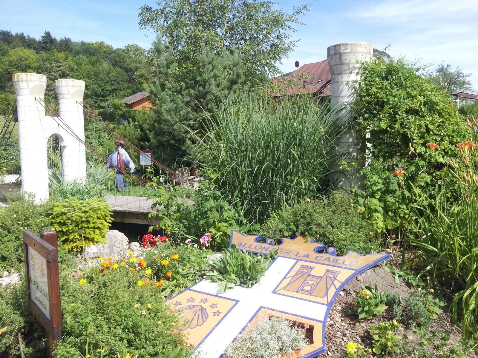 Les petites croix de haute savoie les jardins de haute savoie for Cloture de jardin haute savoie