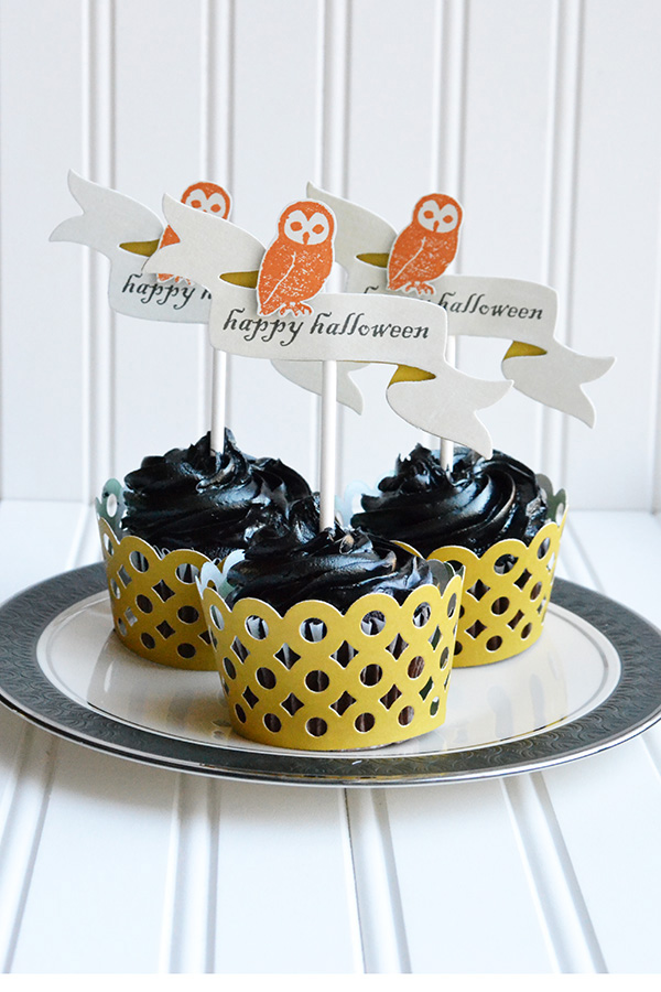 Halloween Cupcake Wrappers and Toppers by Aly Dosdall #halloween #parties