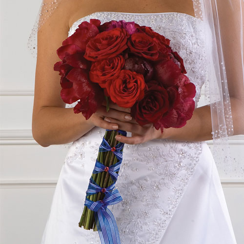 blue and red wedding bouquets