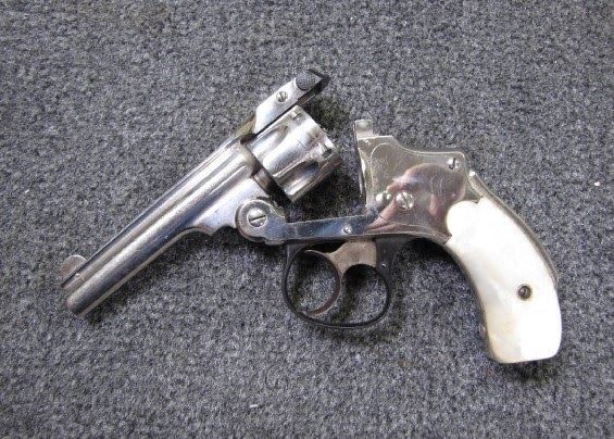 S&W Smith & Wesson revolver .32 Safety Hammerless