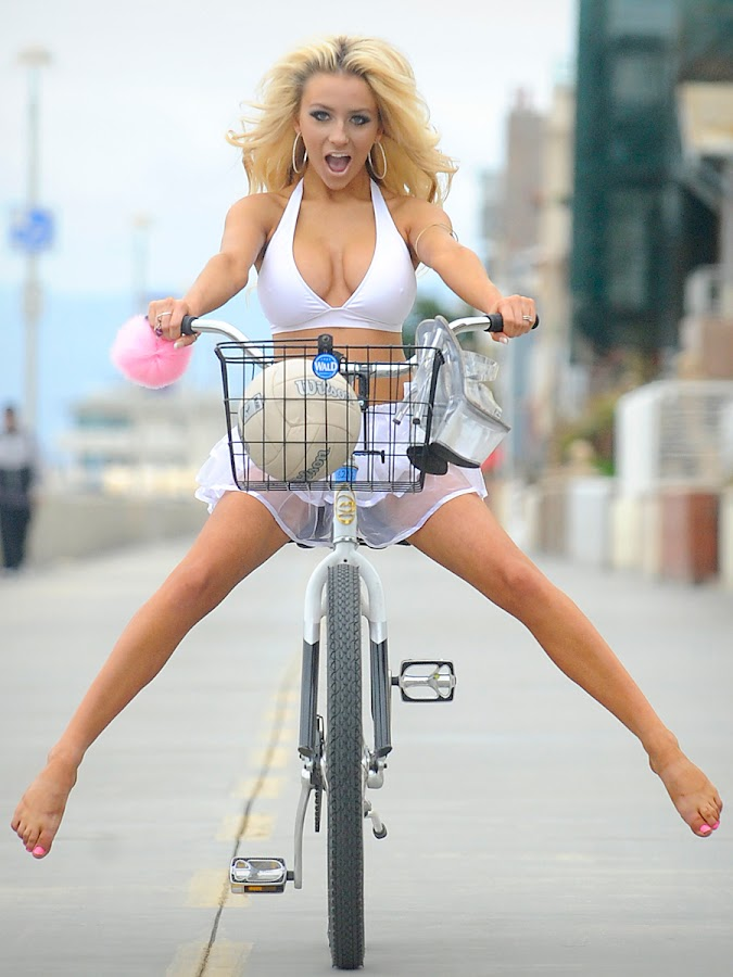 Courtney Stodden having some great fun on her bike