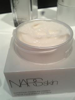 luminous moisture cream質感比較滋潤,但未到油膩地步。$650