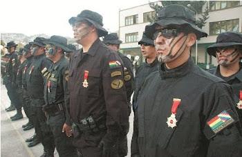 """ahora resulta que """"los masacradores"""" son héroes. incongruente condecoración de Sacha"""
