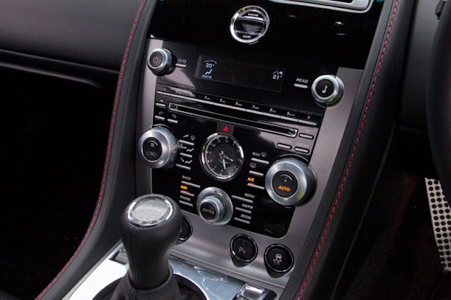 2012-Aston-Martin-V8-Vantage-Interior-Entertainment