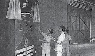 Tan Sri Suffian Koroh, Menteri Perhubungan & Kerja Raya sedang merasmikan pembukaan pelabuhan dan gudang Lembaga Pelabuhan Sabah di Lahad Datu pada bulan September 1979.