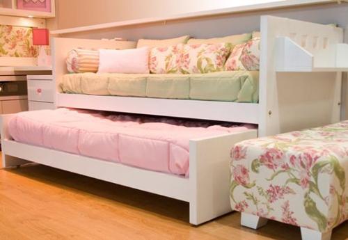 Dormitorio 2 colores con cama que ahorra espacio