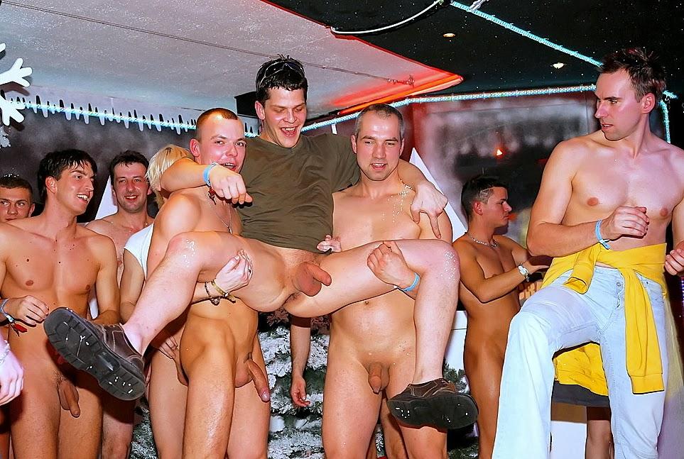 lieux exhib nantes sexe dans les vestiaires