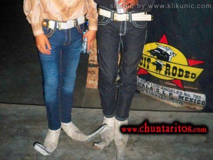 http://1.bp.blogspot.com/-4yH09cicNlY/TXXK6VyAsrI/AAAAAAAAQYA/UIDhAx10Q84/s1600/these_boots_07.jpg
