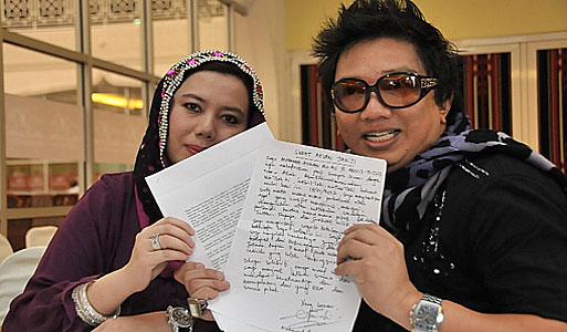 Gambar Azwan Ali dan Ummi Halfida Ali Dalam Sidang Akhbar Berhubung Ugutan Bunuh Azwan Terhadap Ummi Halfida 2