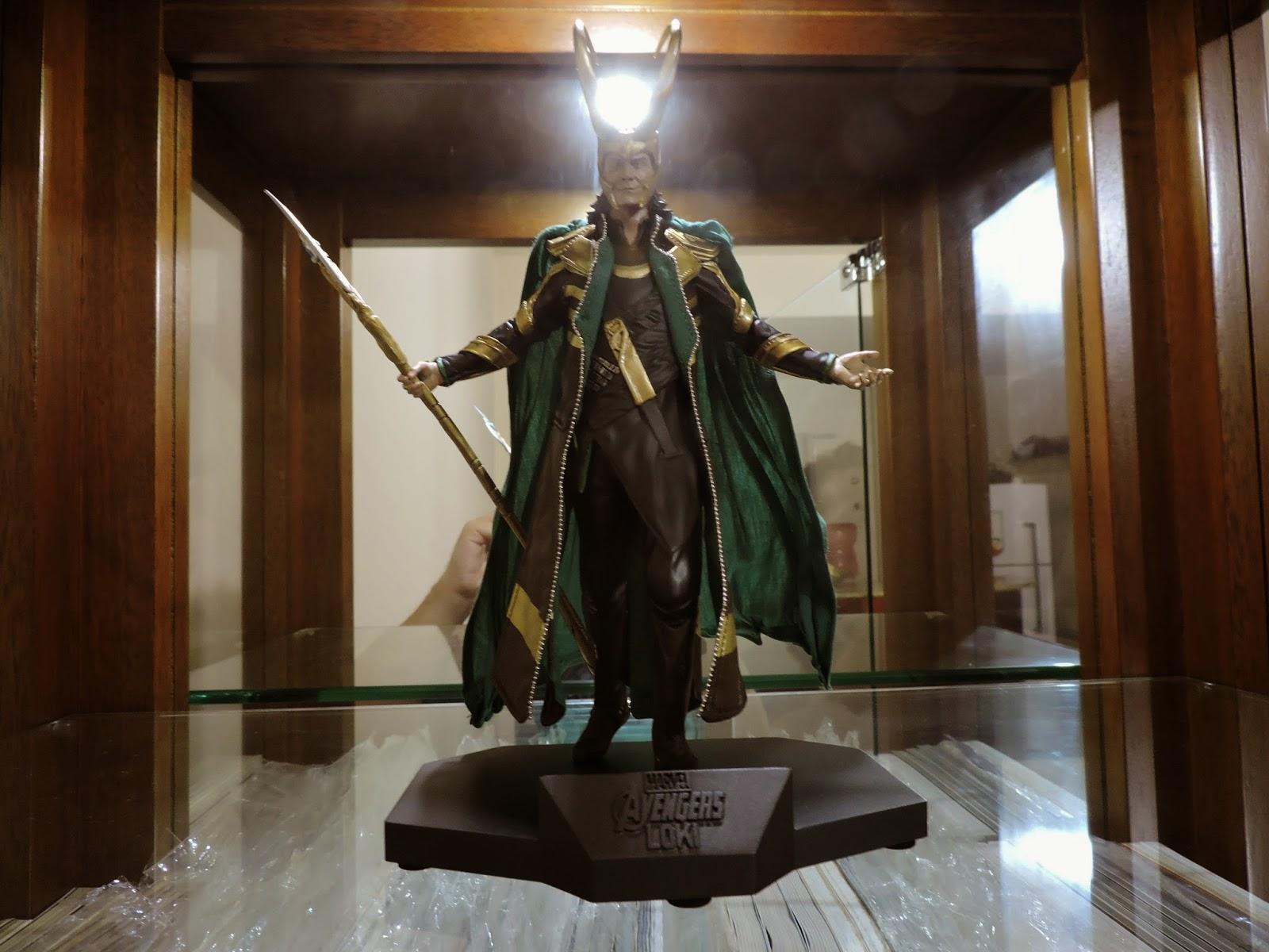 Loki estátua Iron Studios