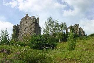 http://en.wikipedia.org/wiki/File:Neidpath_Castle.jpg