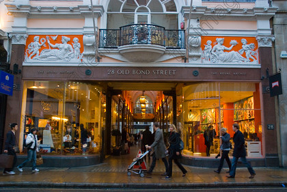 Fashion Puzzle: Top Shopping Destinations in London