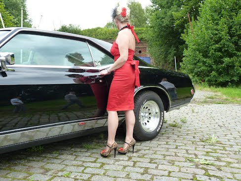 red wiggle pin-up dress with or without matching bow belt