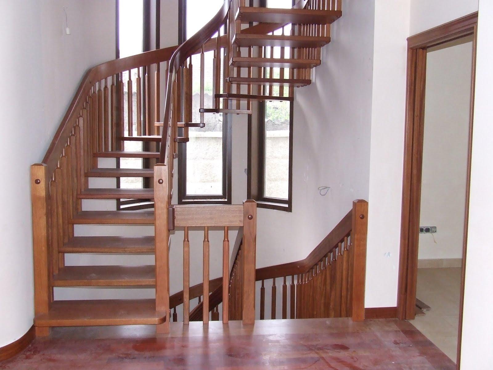 Escaleras de madera majestuosas escaleras halicoidales for Escaleras para interiores