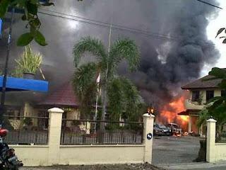 polri vs TNI,TNI serang kantor Polres