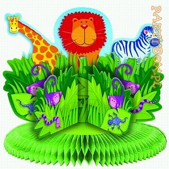 con papel de regalo con motivos de animales, dentro papel verde y en