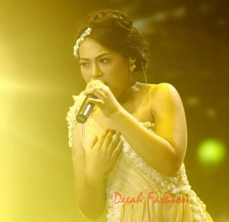 Busana Sean Idol Malam Grand Final Indonesian Idol 2012