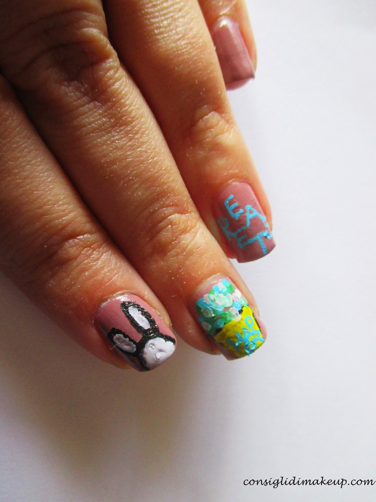 Nail art: HAPPY EASTER