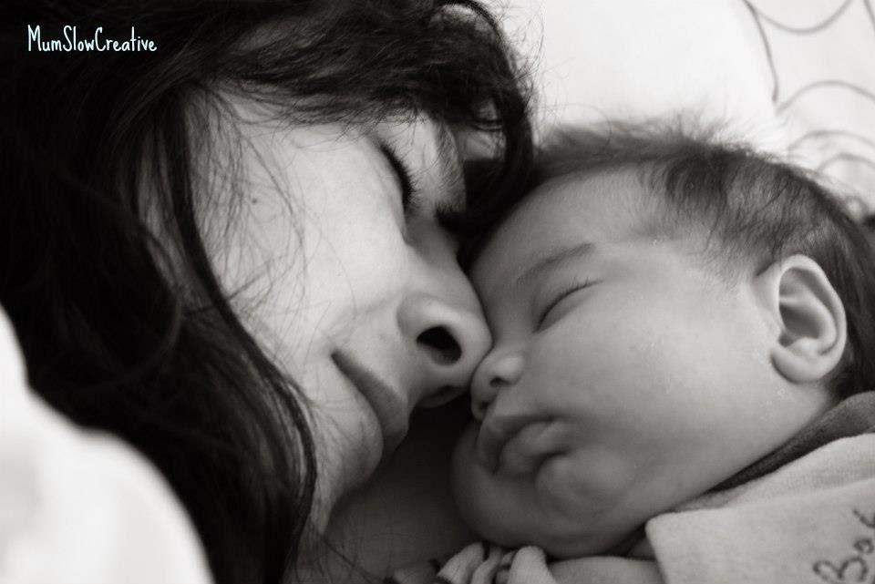 Mamá y bebe Durmiendo
