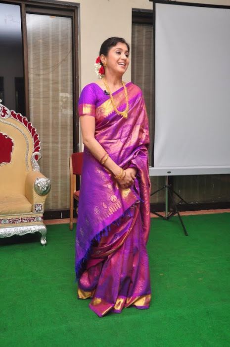 devayani new saree @ kodi mullai tv serial success meet unseen pics